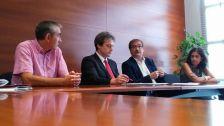 Melcior Arcarons, director general de Formació Professional del Departament d'Ensenyament, i Daniel Altimiras, president d'ASCAMM, en el moment de la firma