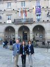 La regidora Núria Carné i la tècnica de Turisme Raquel Costa amb el president del Comité Científic de l'EHTTA, Paul Simons
